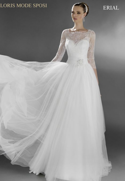 Le maniche lunghe negli abiti da sposa 2016 - Loris Mode Sposi 5850f2a7ebb