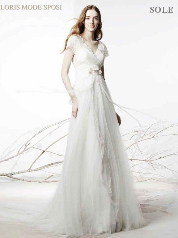 La versatilità degli abiti da sposa in stile impero - Loris Mode Sposi 4c1ab4c1c63