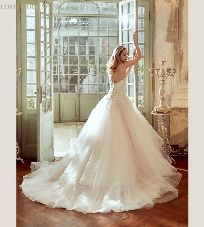 Gli abiti da spoa Nicole Spose 2017 sono perle di raffinata eleganza nella  moda bridal italiana 434ed15d415