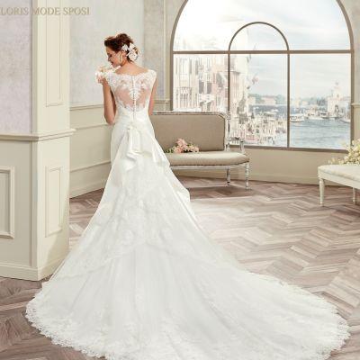 Il fiocco tra le peculiari caratteristiche degli abiti da sposa 2017 c576fee71f9