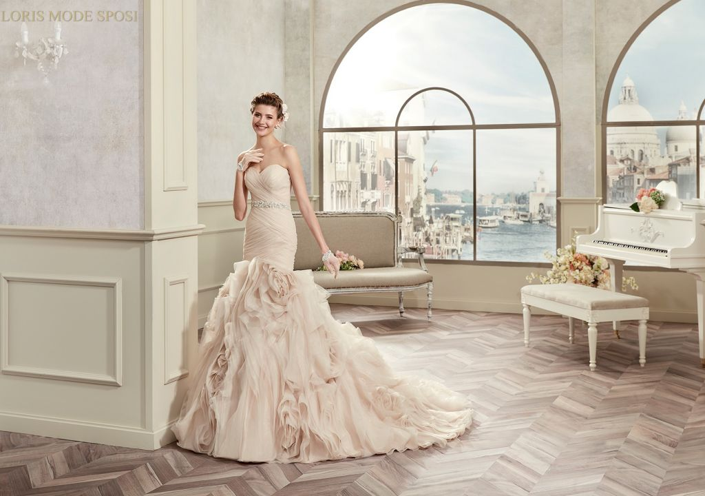 Gli abiti da sposa della collezione Colet 2017 - Loris Mode Sposi 7f7aa06f8d2